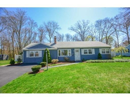8 Hemlock Dr, Barrington RI 02806