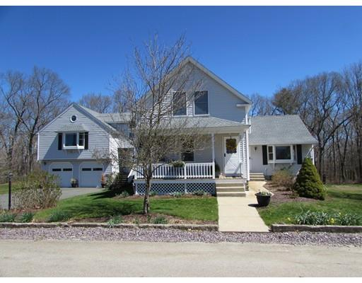 8 Harrington St, Mendon MA 01756