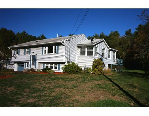 17 Bradford St, Derry, NH 03038