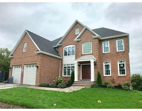 2 Hitching HlSaugus, MA 01906