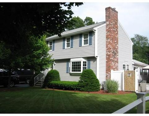 48 Harding St, North Chelmsford, MA 01863