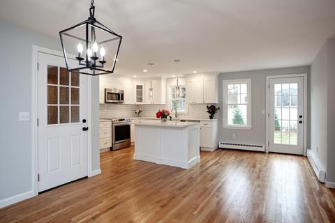 Prime 101 Snake Pond Rd Forestdale Ma 30 Photos Mls 21808703 Movoto Interior Design Ideas Inesswwsoteloinfo