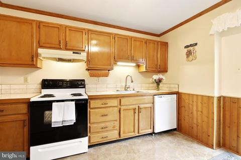 405 Taney Dr, Taneytown, MD (28 Photos) MLS# 1000211498   Movoto