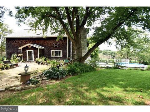 1598 Price Ln, Mount Bethel, PA 18343