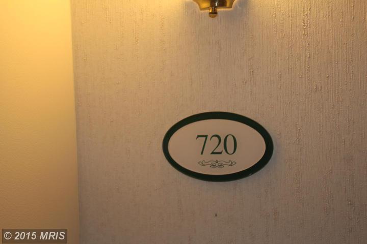 900 Taylor St #APT 720, Arlington, VA