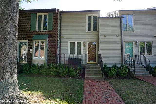 929 Taylor St, Arlington, VA 22204