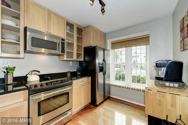 3907 9th Rd S #3907, Arlington, VA 22204