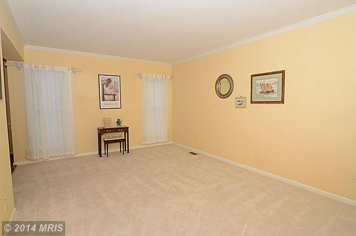 42 Old Granary Ct, Catonsville MD 21228