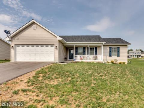 989 Duckwoods Ln, Martinsburg, WV 25403