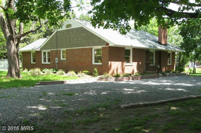 137 Main St, Bowling Green, VA 22427