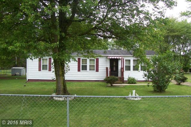 8266 Ormesby Ln, Woodford, VA