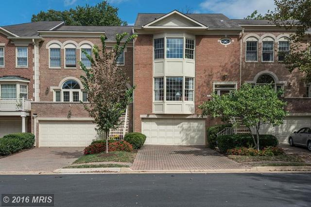 105 Gresham Pl, Falls Church, VA 22046