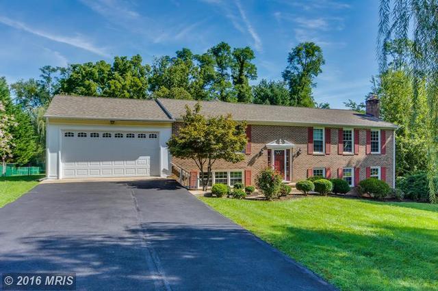 10506 Oak Pl, Fairfax, VA 22030