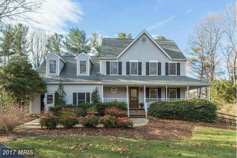 6894 Well House Dr, Warrenton, VA 20187