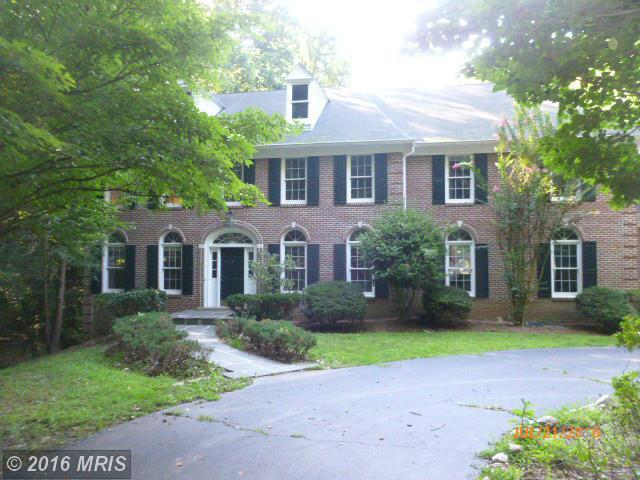 5841 Robeys Meadow Ln, Fairfax, VA 22030