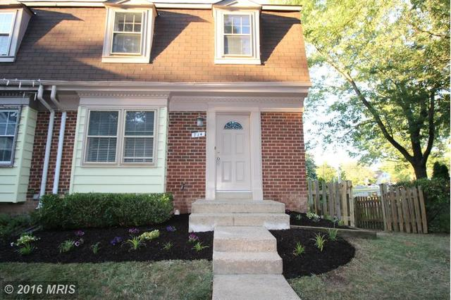 714 Birch Ct, Herndon, VA 20170