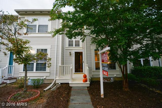 5721 Evergreen Knoll Ct, Alexandria, VA 22303