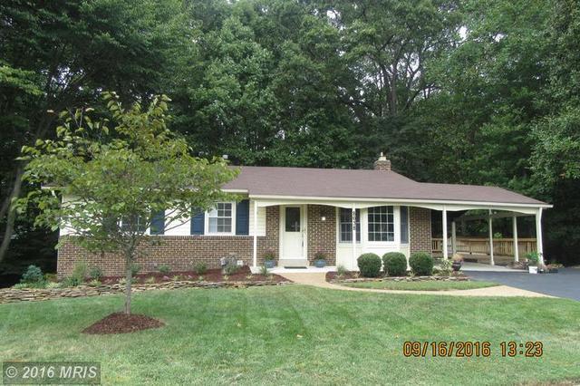 8638 Woodview Dr, Springfield, VA 22153
