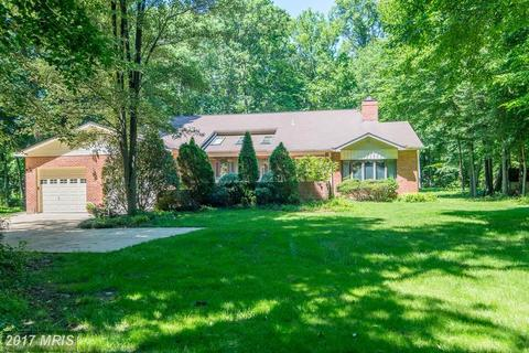 5916 Hallowing Dr, Lorton, VA 22079