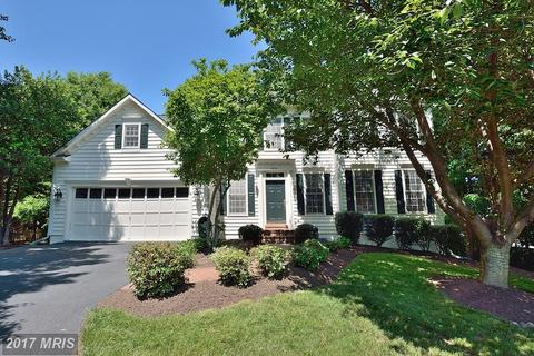 5013 Whisper Willow Dr, Fairfax, VA 22030