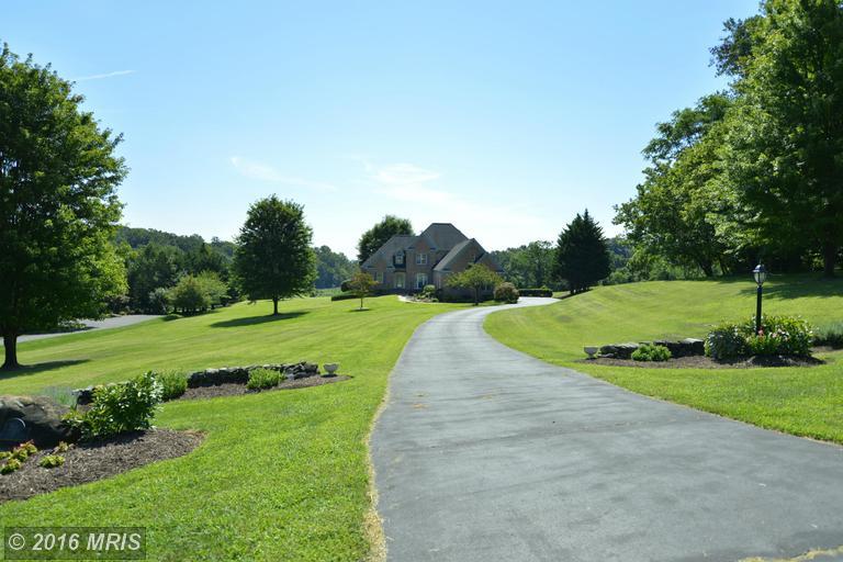 17900 Stoneleigh Drive, Round Hill, VA 20141