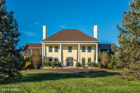 35170 Poor House Ln, Round Hill, VA 20141