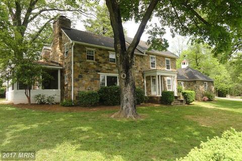 18421 Airmont Rd, Round Hill, VA 20141