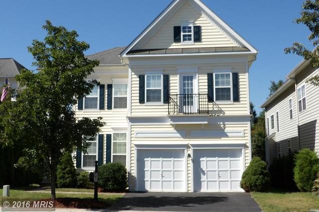 8389 Gaither St, Manassas, VA 20110