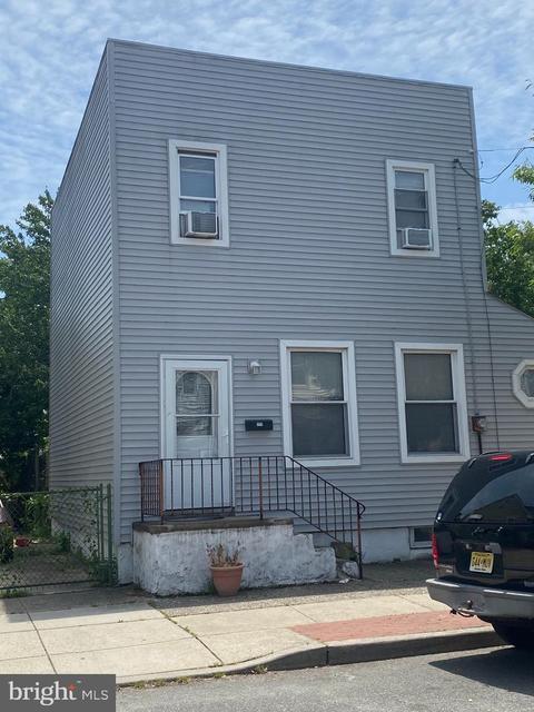 174 S Burlington St, Gloucester City, NJ 08030