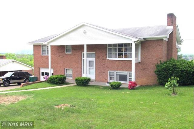 13 Woodland Park Dr, Luray, VA 22835