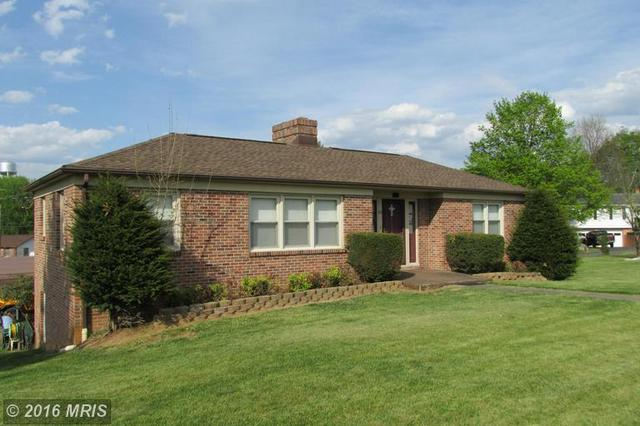 63 Reservoir Ave, Luray, VA 22835