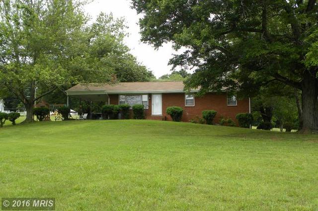 415 Richmond Rd, Castleton, VA 22716