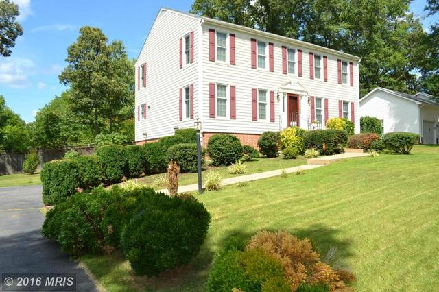 613 Winterberry Dr, Fredericksburg, VA 22405