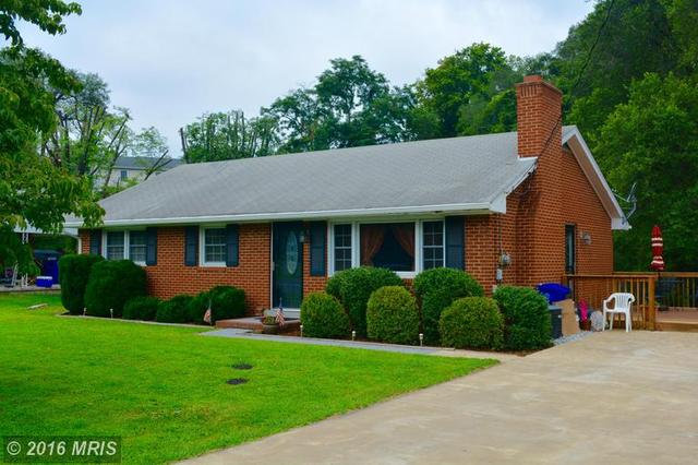 912 Stonewall Dr E, Front Royal, VA 22630