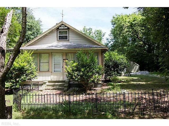 9445 Line Fence Rd, Hayes, VA 23072
