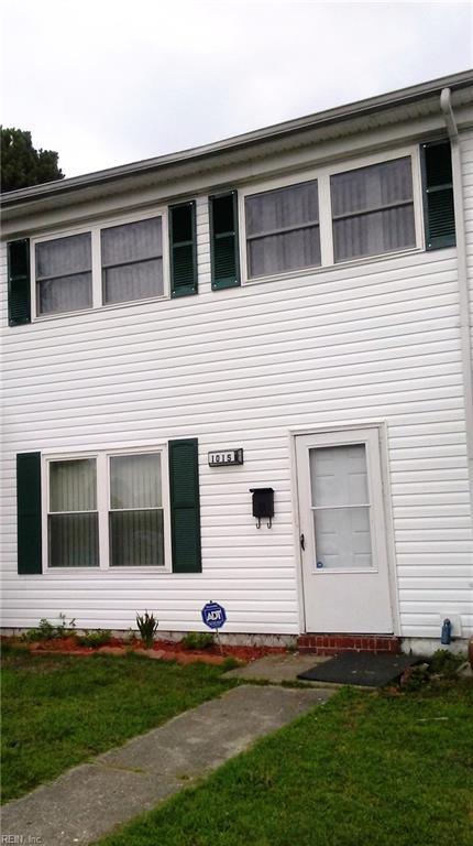1015 Castle Ct, Chesapeake, VA 23323