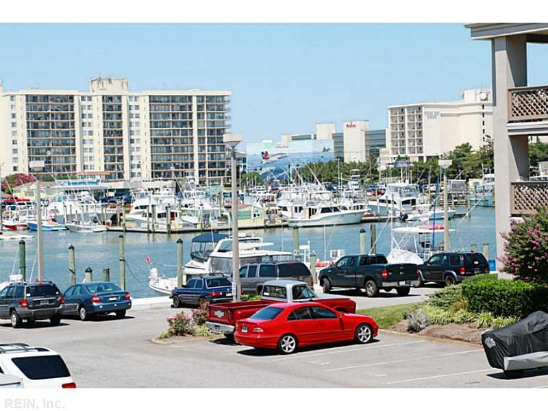 411 Harbour Pt #APT 204, Virginia Beach, VA