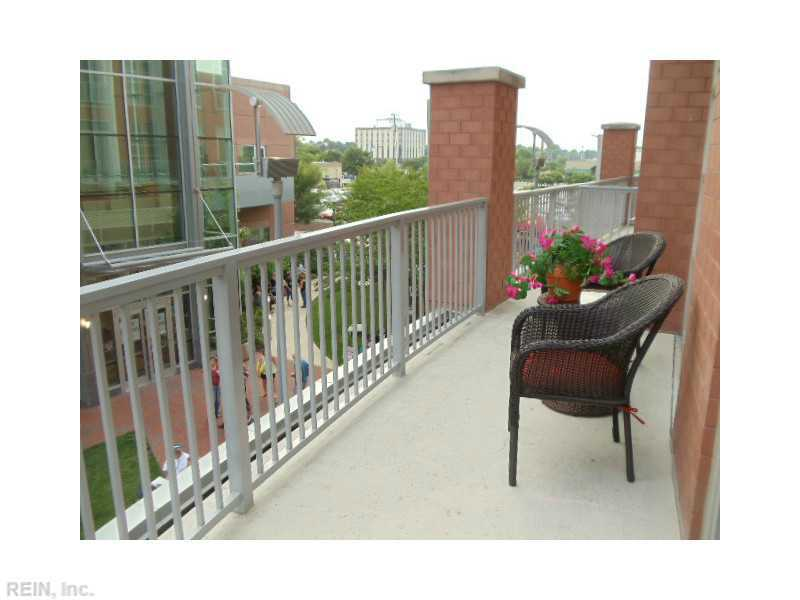 221 Market St #APT 206, Virginia Beach, VA