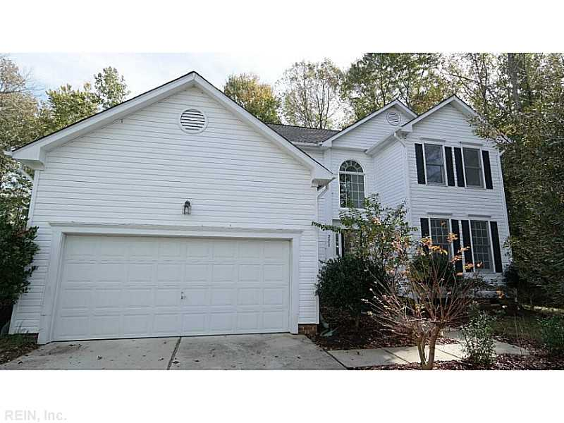 221 Robinhood Rd, Chesapeake, VA