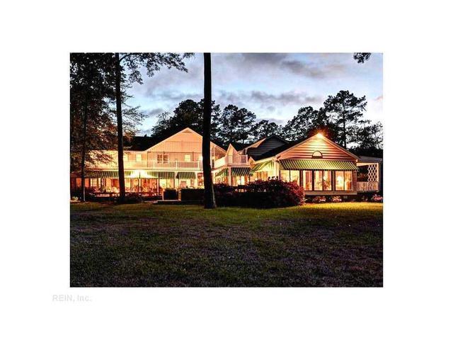 102 Willow Leaf Dr, Yorktown, VA 23692