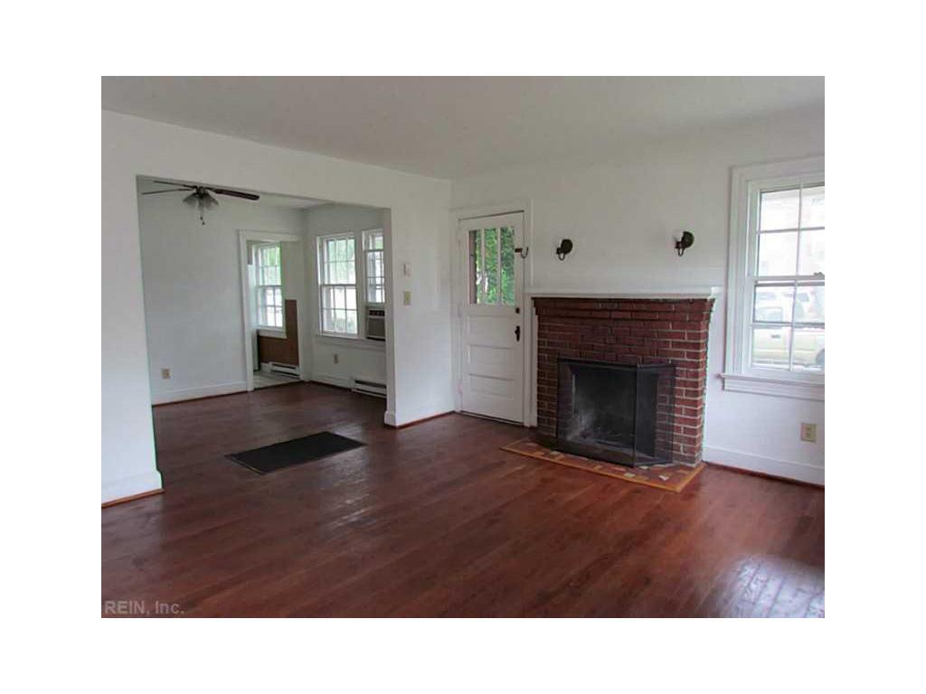 49 Piedmont Avenue, Hampton, VA 23661