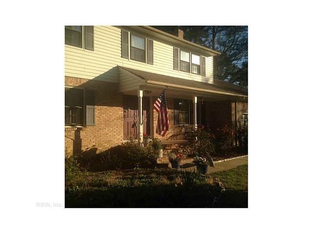 572 Summit Ridge Dr, Chesapeake, VA 23322