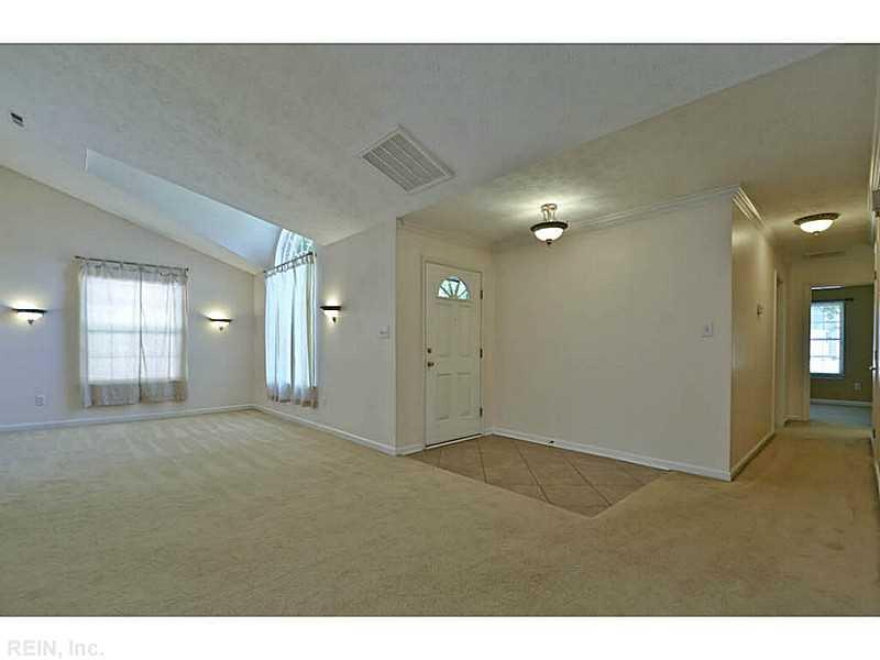 868 Yorkshire Lane, Newport News, VA 23608