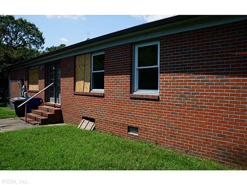 9 Saxon Lane, Newport News, VA 23601