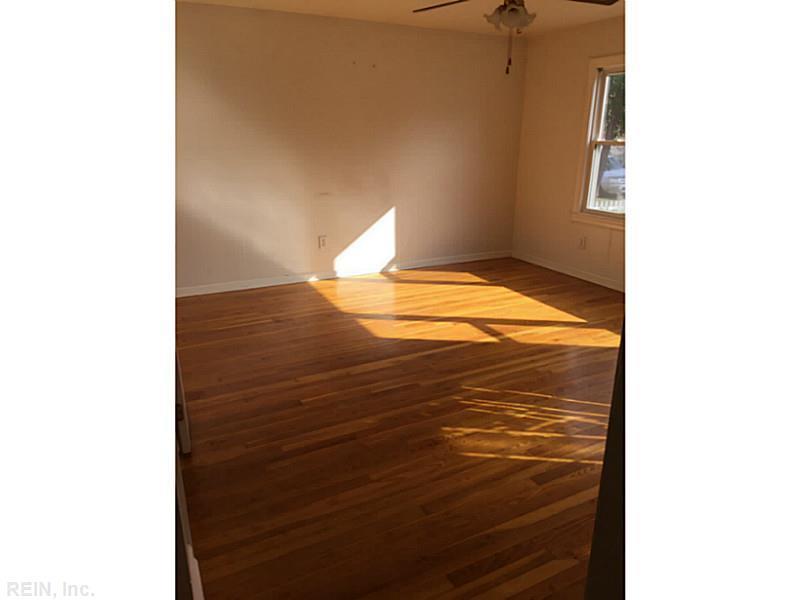 407 Oakwood Place, Newport News, VA 23608