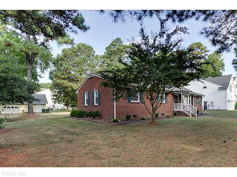 112 Holly Point Road, Yorktown, VA 23692