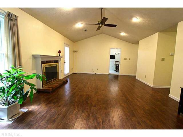 18 Bonney Ln, Hampton, VA 23669