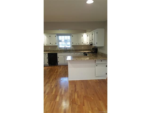 127 Sherwood Dr, Colonial Heights, VA