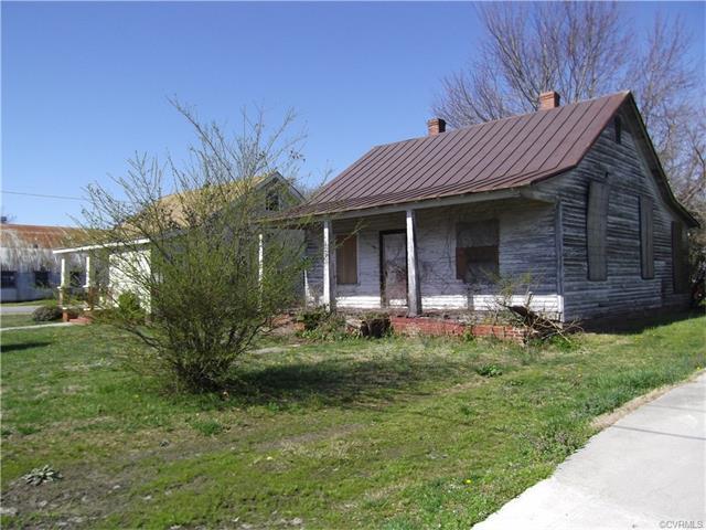 303 E Broad St, Blackstone, VA 23824