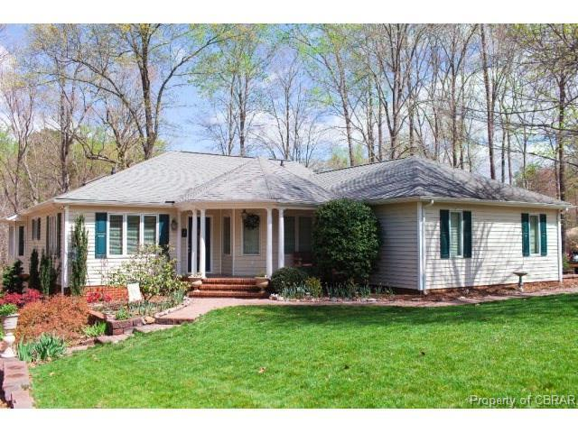 223 Club Dr, Middlesex, VA 23071